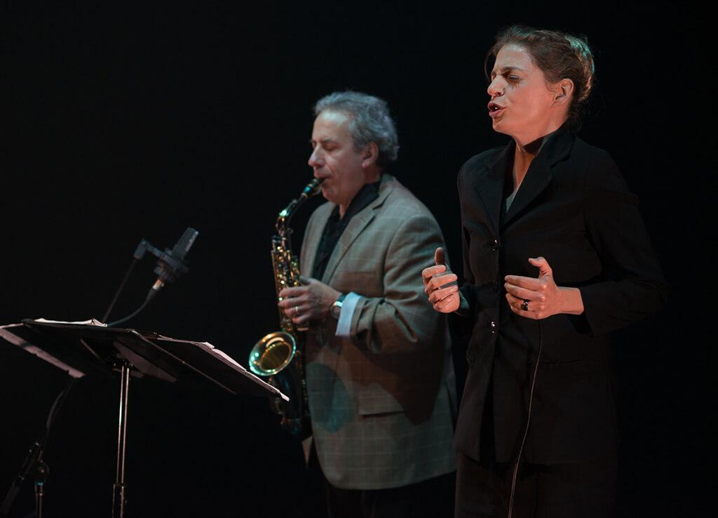 La mezzo-soprano Marie-Annick Béliveau partagera la scène avec le saxophoniste Jean Derome dans Love Songs, d'Ana Sokolovic.