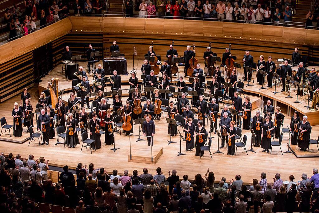 L'Orchestre Métropolitain a le vent dans les voiles avec un premier enregistrement sur Deutsche Grammophon et une première tournée internationale dans l'histoire de l'orchestre. (Crédit photo: Antoine Saito).