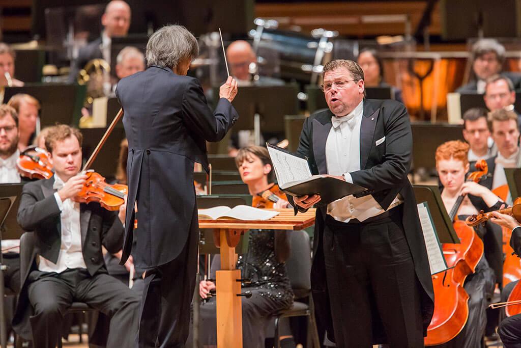 Le ténor, Michael Schade, s'avère de plus en plus investi à mesure que la symphonie progresse, pour conclure de façon bouleversante. (Crédit photo: Antoine Saito)