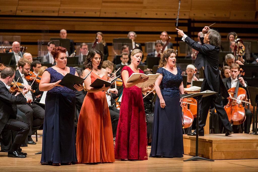 Hier soir, à la Maison symphonique, la Symphonie no 8 de Mahler, avec l'Orchestre symphonique de Montréal sous la direction de Kent Nagano, a plutôt su nous élever progressivement vers les hautes sphères, notamment grâce à l'émotion transmise par ses remarquables solistes. (Crédit photo: Antoine Saito)