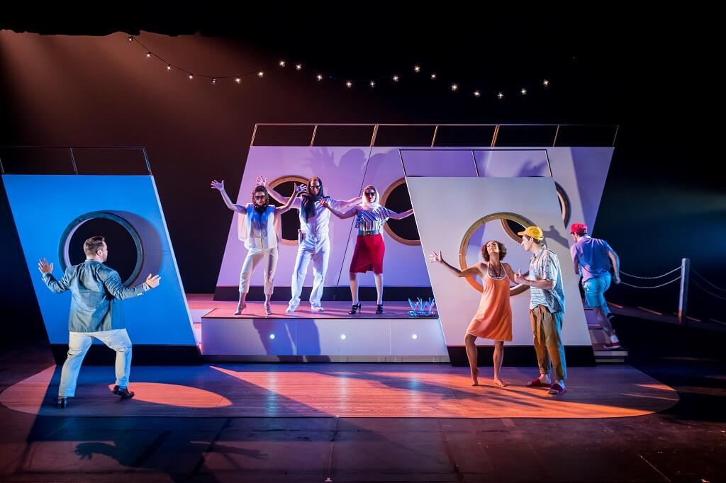 Les Jeunesses musicales du Canada présentent Don Giovanni, de Mozart, en collaboration avec le Festival d'opéra de Québec. Cette première montréalaise lance une tournée de plus de 20 représentations à travers le Québec. (Crédit photo: Antoine Saito)