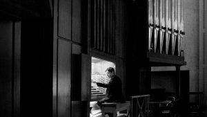 Vincent Boucher est titulaire de l'orgue Beckerath de l'Oratoire Saint-Joseph du Mont-Royal.