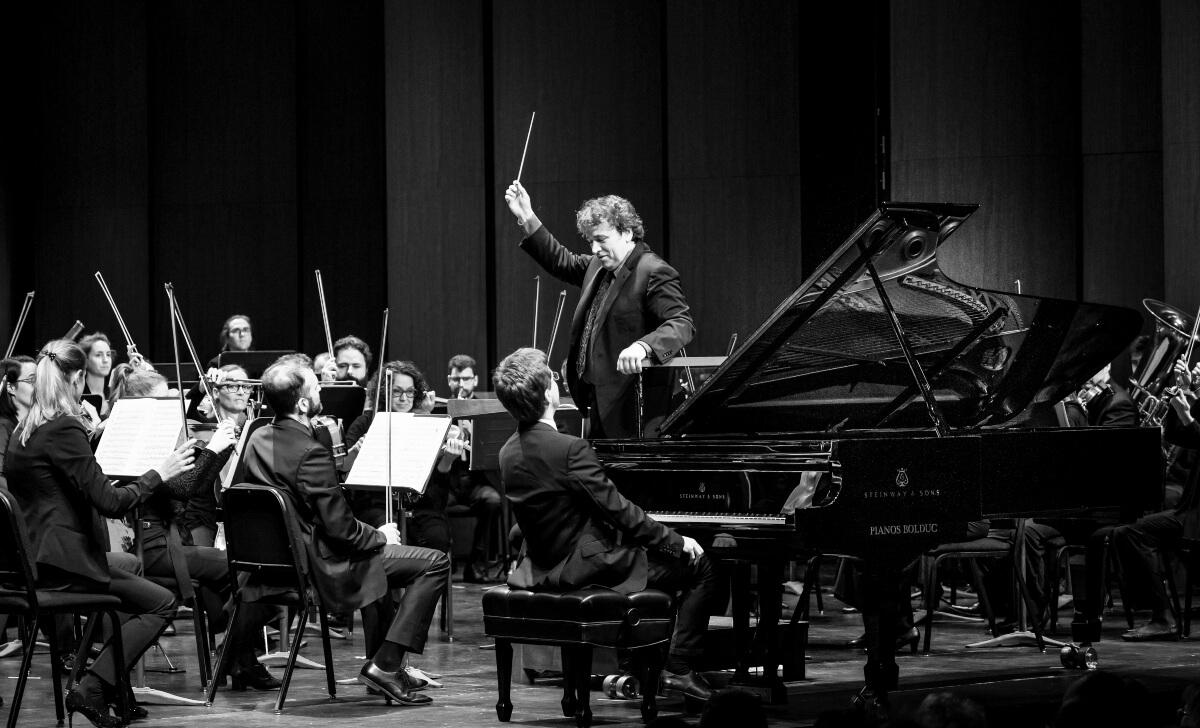 Alain Trudel dirigeant l'Orchestre symphonique de Laval (Photo : André Chevrier)