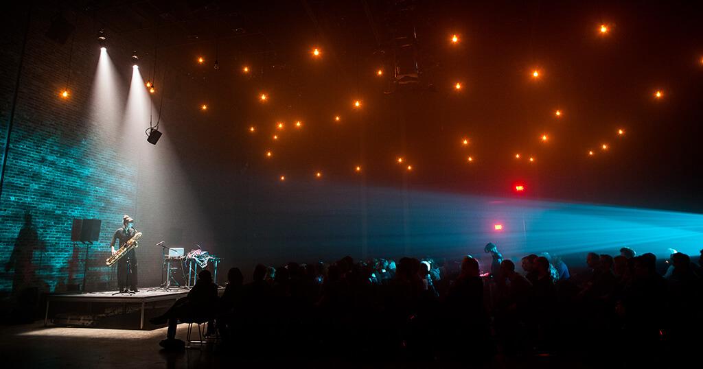 Le Festival Akousma se déroulera dans diverses salles de Montréal du 20 au 28 octobre. (Crédit: Caroline Campeau)