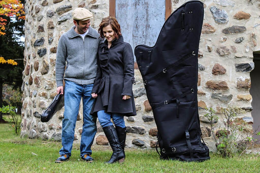Couple et parents d'une petite fille, Antoine Bareil et Valérie Milot aiment beaucoup faire de la musique ensemble. Ils ont enregistré deux albums en duo auparavant. (Crédit: Katherine Pelletier)