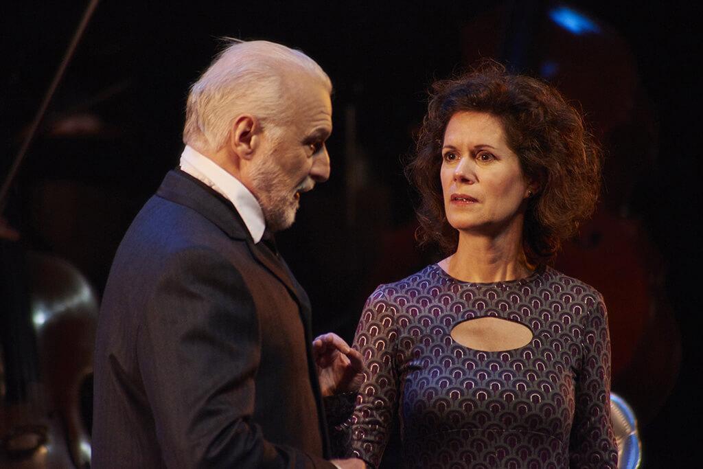 Jean-François Blanchard est digne et touchant en Tchaïkovski tandis que Catherine Perrin est tout à fait à sa place et joue avec conviction. (Crédit: Frank Desgagnés).