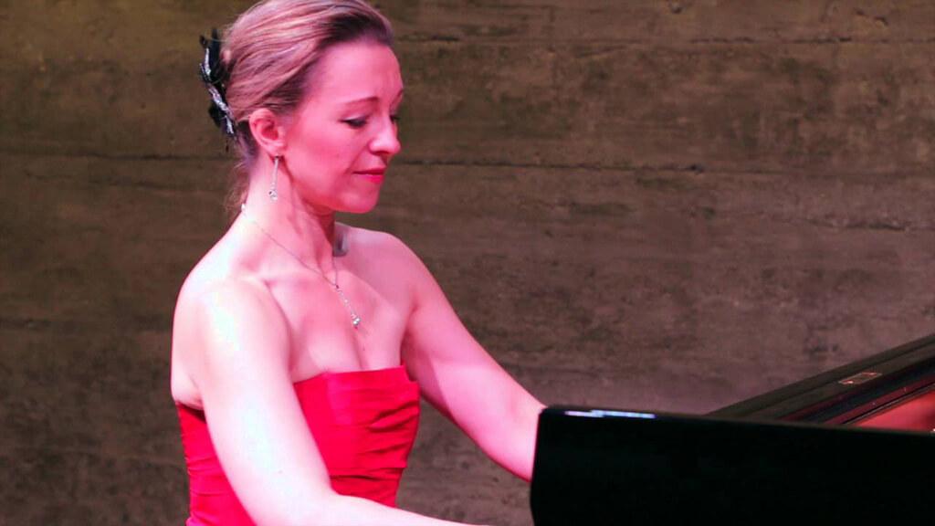 La pianiste russe Irina Chkourindina s'était entourée de la soprano suisse Eva Fiechter et du comédien Maxime-Pierre Mahé afin de nous emmener dans un voyage entre la Russie et l'Amérique du Nord, sur les traces de Serguei Rachmaninov. (Photo: courtoisie)