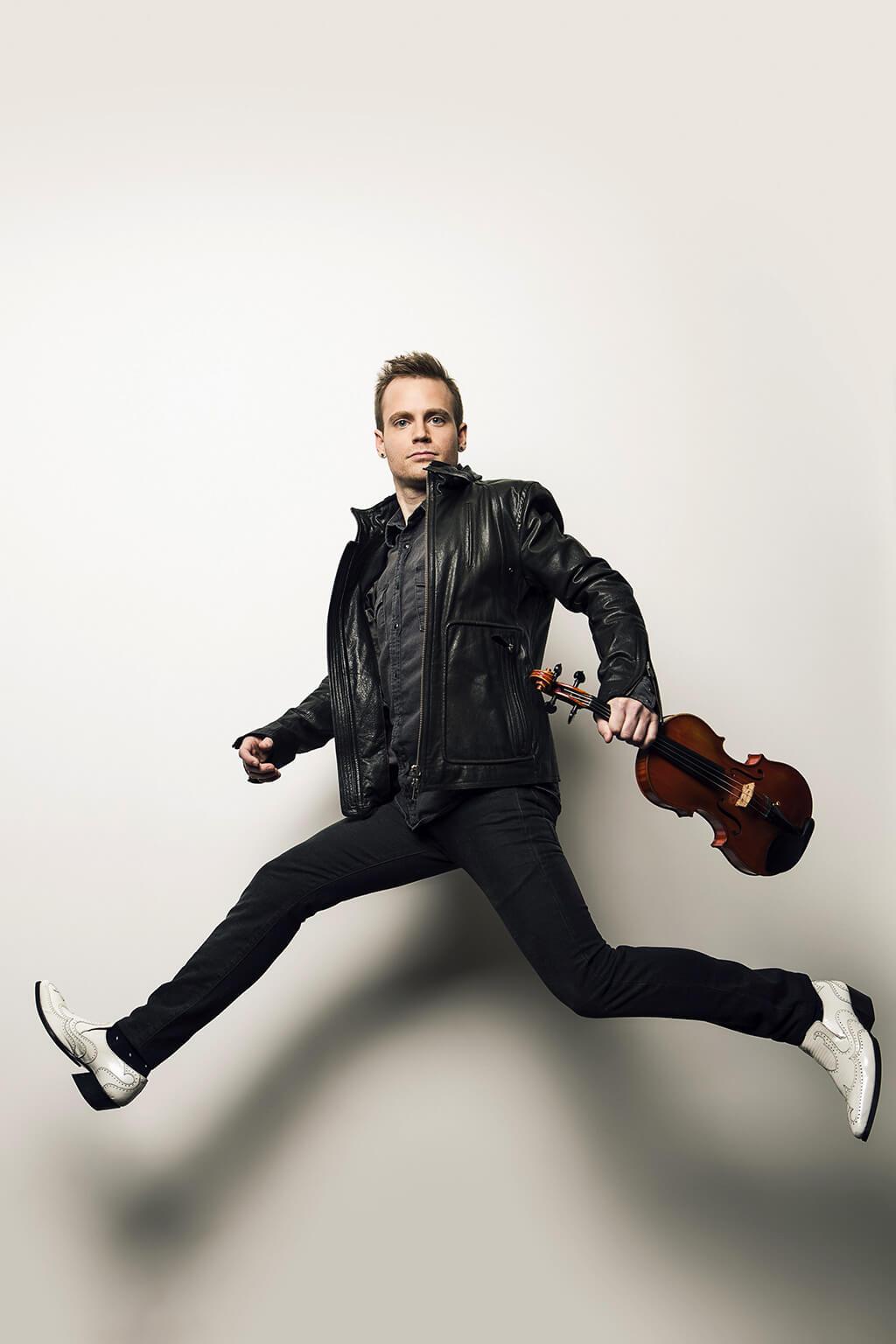 Le violoniste montréalais Marc Djokic, lauréat du Prix Goyer, deviendra le premier artiste en résidence de CAMMAC. (Crédit: Shayne Gray)