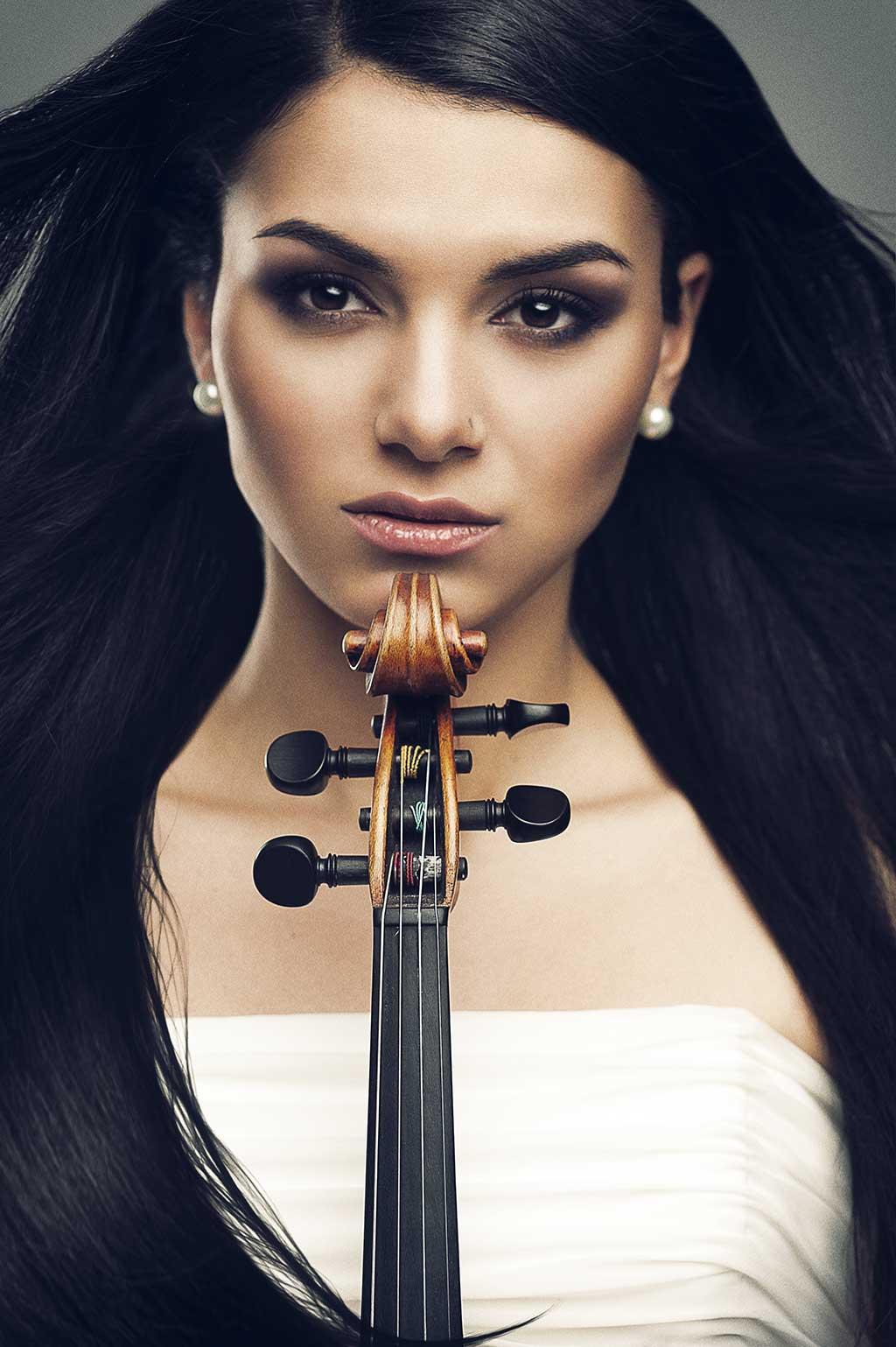 Au terme de plusieurs années de recherches ardues sur la musique arménienne, la violoniste Nuné Melik lance son premier opus : Hidden Treasure. (Crédit: Jan Osipyan)