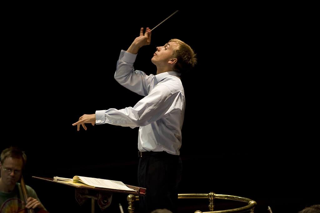 Vasily Petrenko dirige l'OSM, cette semaine, dans un programme de musique russe et française. (Crédit: Mark McNulty, IMG Artists).