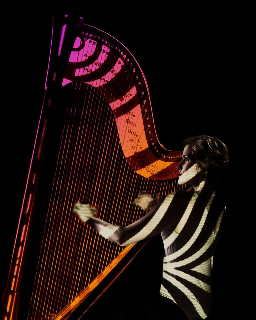Innovatrice dans l'âme, Valérie Milot a conçu Orbis, un spectacle multimédia hypnotisant où elle joue sous un dôme. (Crédit: Frédérik Robitaille)
