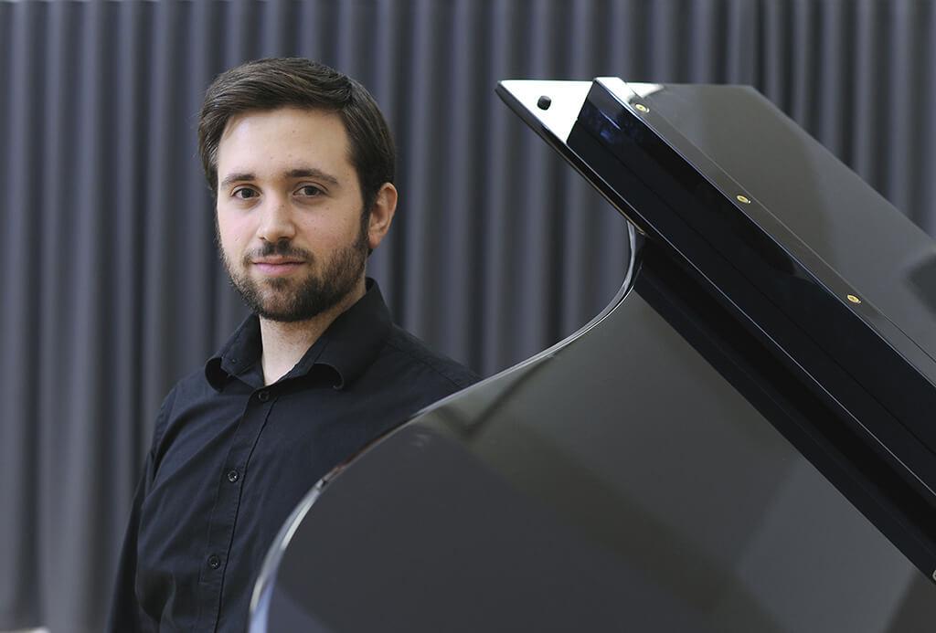 Hugo Laporte, baryton, est porte-parole du Concours OSM Manuvie 2017 (Crédit: Marc Robitaille)