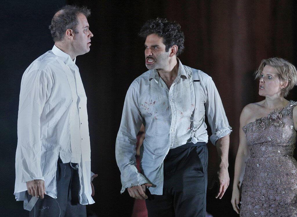 Joseph Kaiser, Frédéric Antoun et Sally Matthews dans The Exterminating Angel, présenté au Metropolitan Opera. (Crédit: Ken Howard).