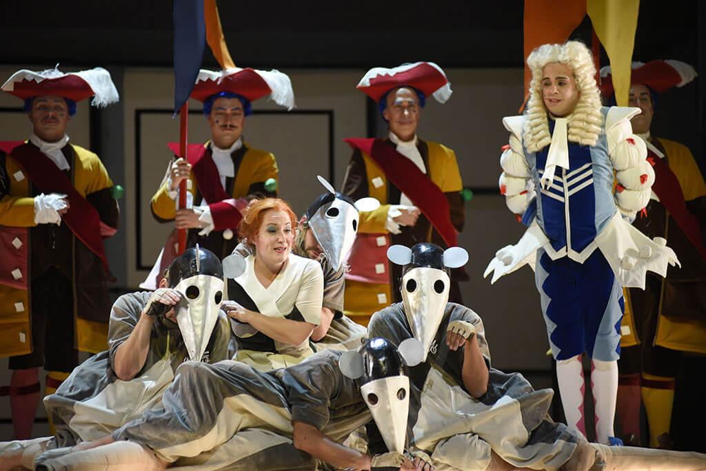 Julie Boulianne dans La Cenerentola, de Rossini, à l'Opéra de Montréal. (Crédit: Yves Renaud)