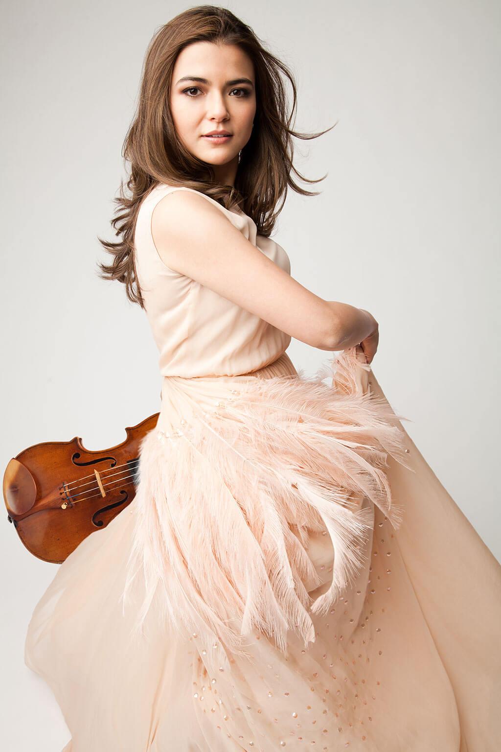 Karen Gomyo s'intéresse aussi au tango depuis longtemps, plus précisément le Tango Nuevo. (Crédit: Gabrielle Revere)