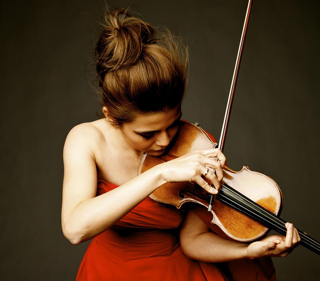 Karen Gomyo joue depuis seize ans sur un Stradivarius de 1703, le Aurora, exFoulis, qu'un riche philanthrope a acheté pour elle. (Crédit: Gabrielle Revere)