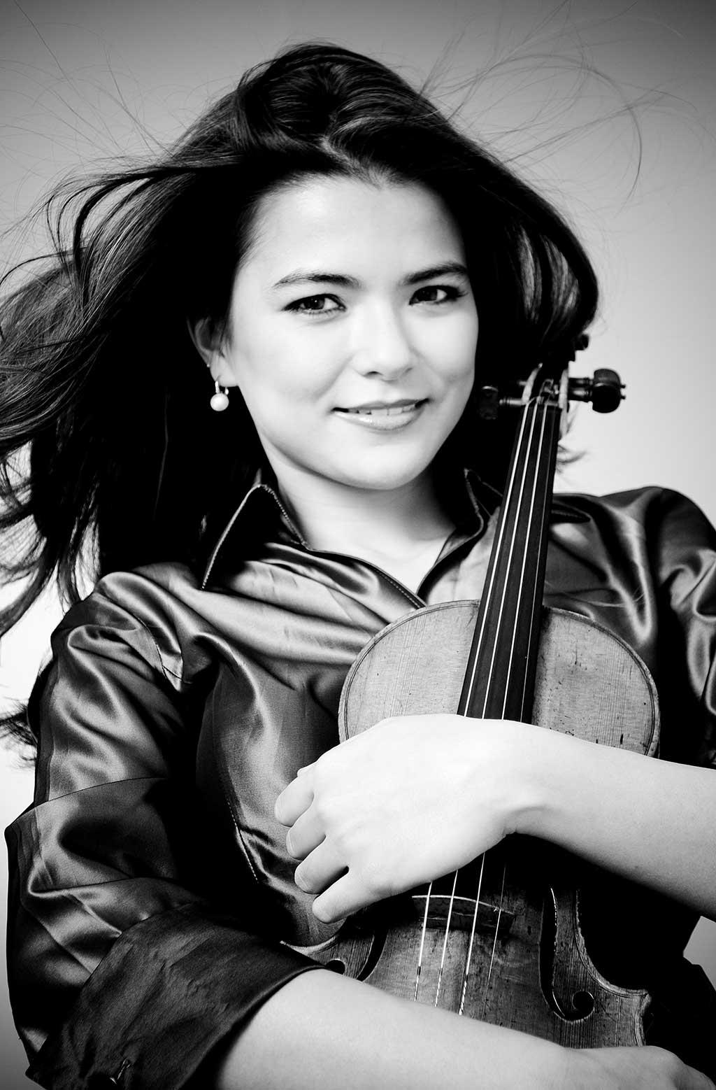 La violoniste canadienne Karen Gomyo revient pour une quatrième fois comme soliste à l'OSM, après cinq ans d'absence. (Crédit: Jose Luis Cortes)