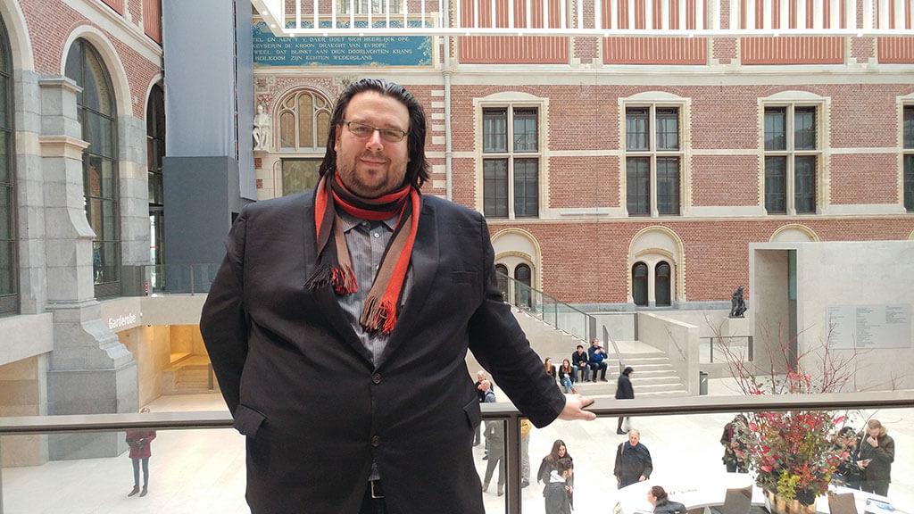 Éric Champagne, compositeur, au Rijksmuseum. (Crédit: Caroline Rodgers)