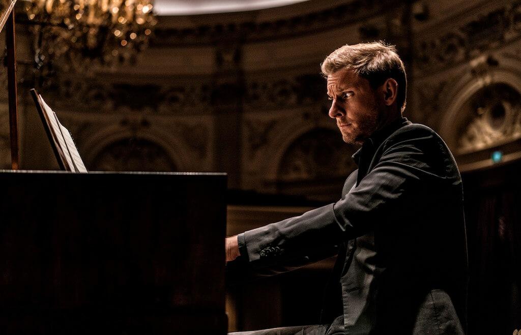 Kristian Bezuidenhout, soliste invité des Violons du Roy cette semaine. (Crédit: Marco Borggreve))
