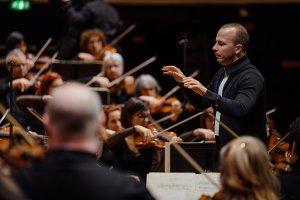 L'Orchestre Métropolitain sous la direction de Yannick Nézet-Séguin à la Philharmonie de Paris. (Crédit : François Goupil)