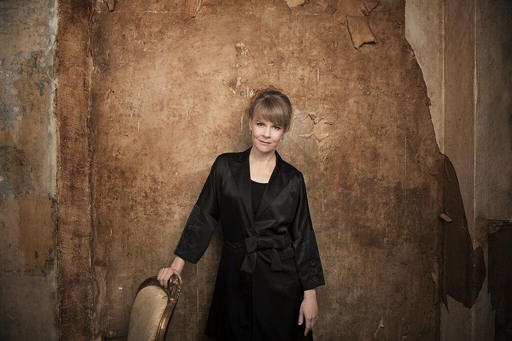 La chef Susanna Mälkki dirigera l'OSM à Lanaudière. (Crédit: Simon Fowler)