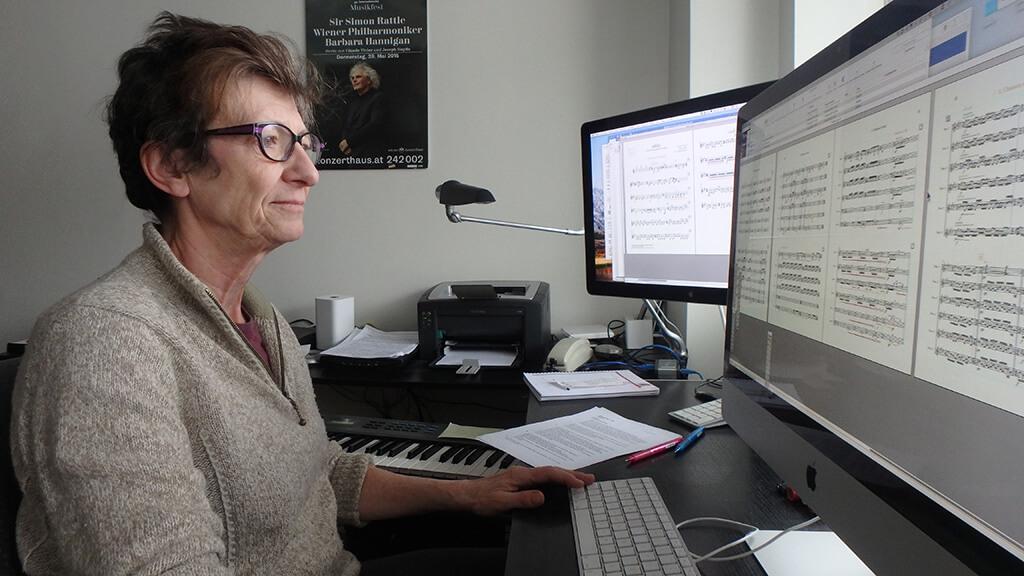 Aujourd'hui, elle utilise le logiciel Finale pour sa gravure musicale. (Crédit: Hélène Roulot-Ganzmann)