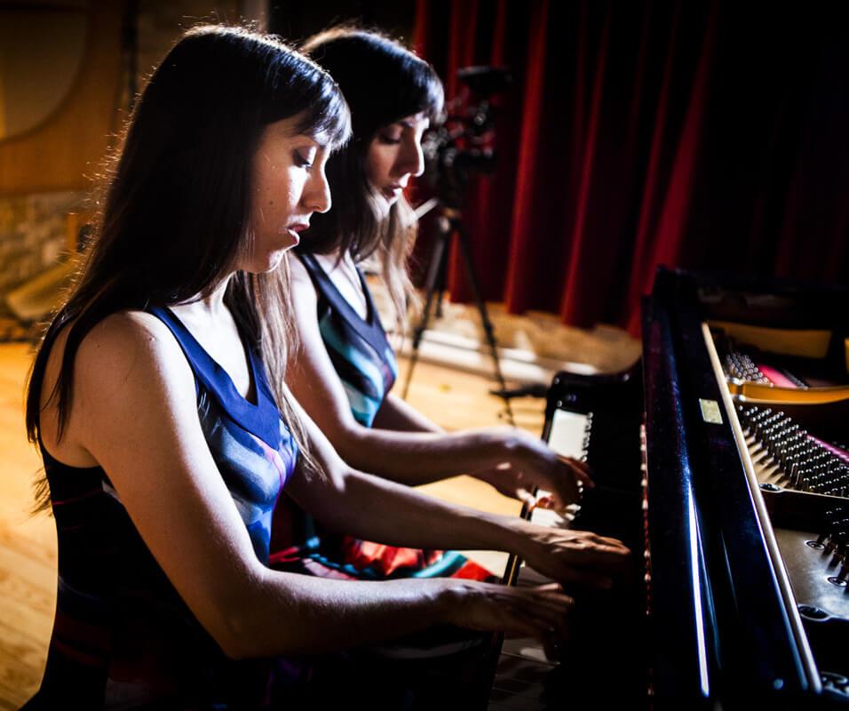 Les sœurs Hourshid et Mehrshid Afrakhteh, du duo TwinMuse. (Crédit: Marc-André Laliberté)