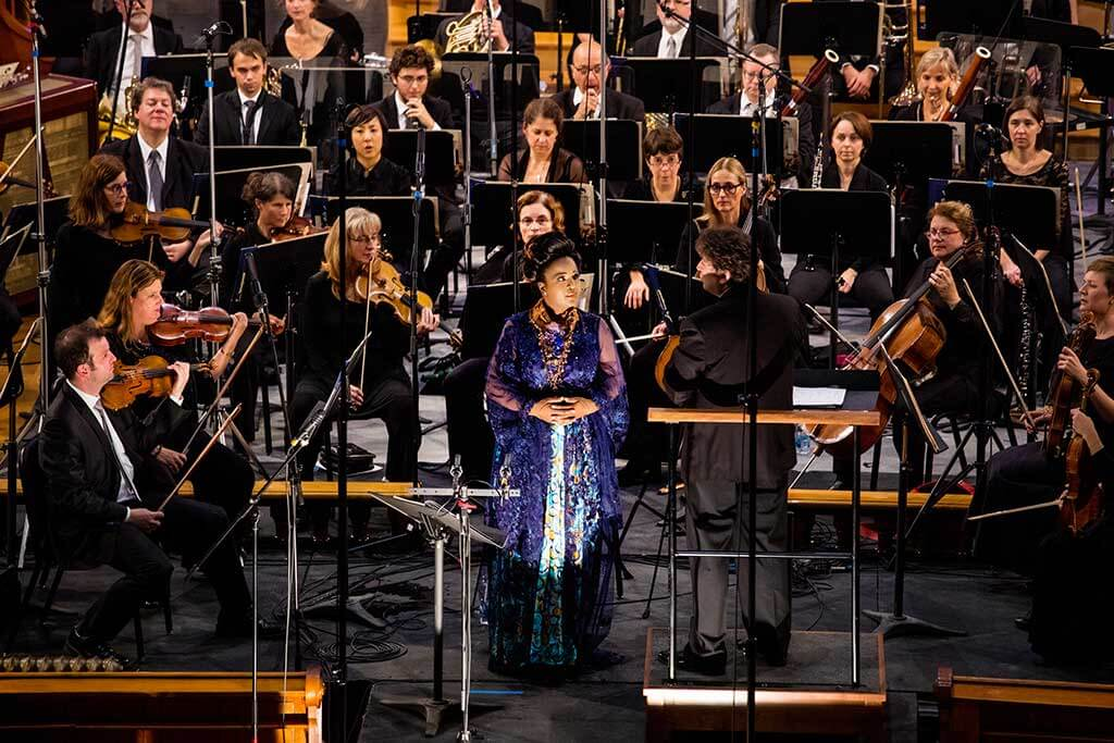 Marie-Josée Lord et l'Orchestre symphonique de Laval, sous la direction d'Alain Trudel. (Crédit: Éric Myre)