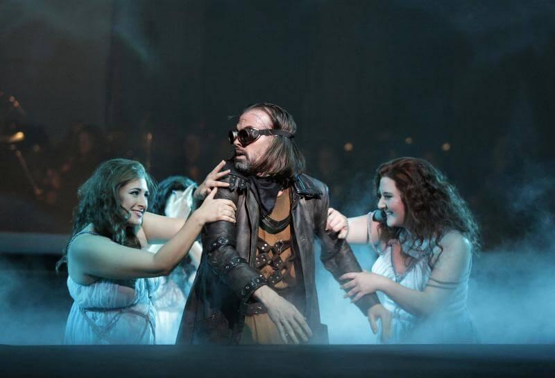 Scène de la production de Das Rheingold du Minnesota Opera. (Crédit: Cory Weaver)