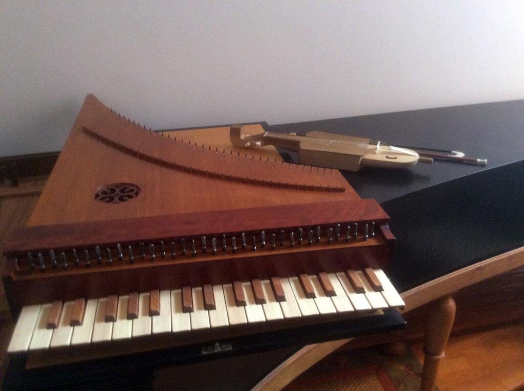 Le clavicymbalum, petit instrument à cordes frappées. (Photo: courtoisie).