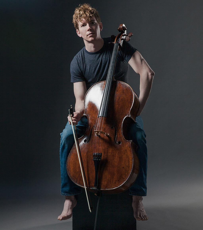 Joshua Roman, violoncelliste. (Crédit: Hayler Young)