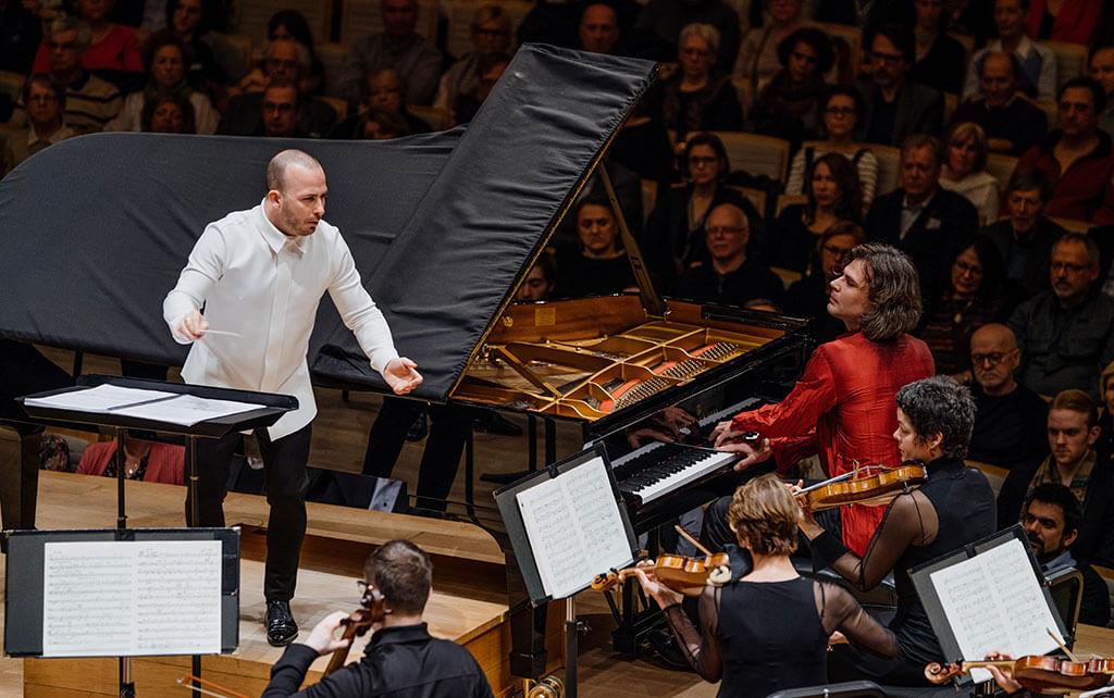 Yannick Nézet-Séguin a invité le pianiste montréalais d'origine ukrainienne Serhiy Salov pour faire découvrir au public le Concerto pour piano no 1 de Medtner. (Crédit: François Goupil)