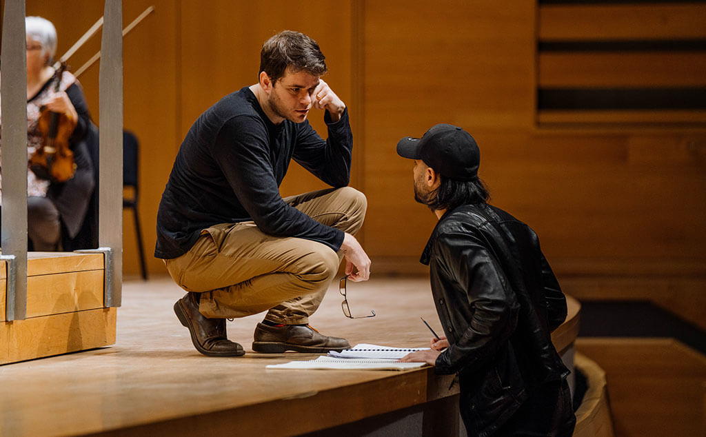Nicholas Carter (left) in conversation with composer Samy Moussa during rehearsal. (Credit: François Goupil)