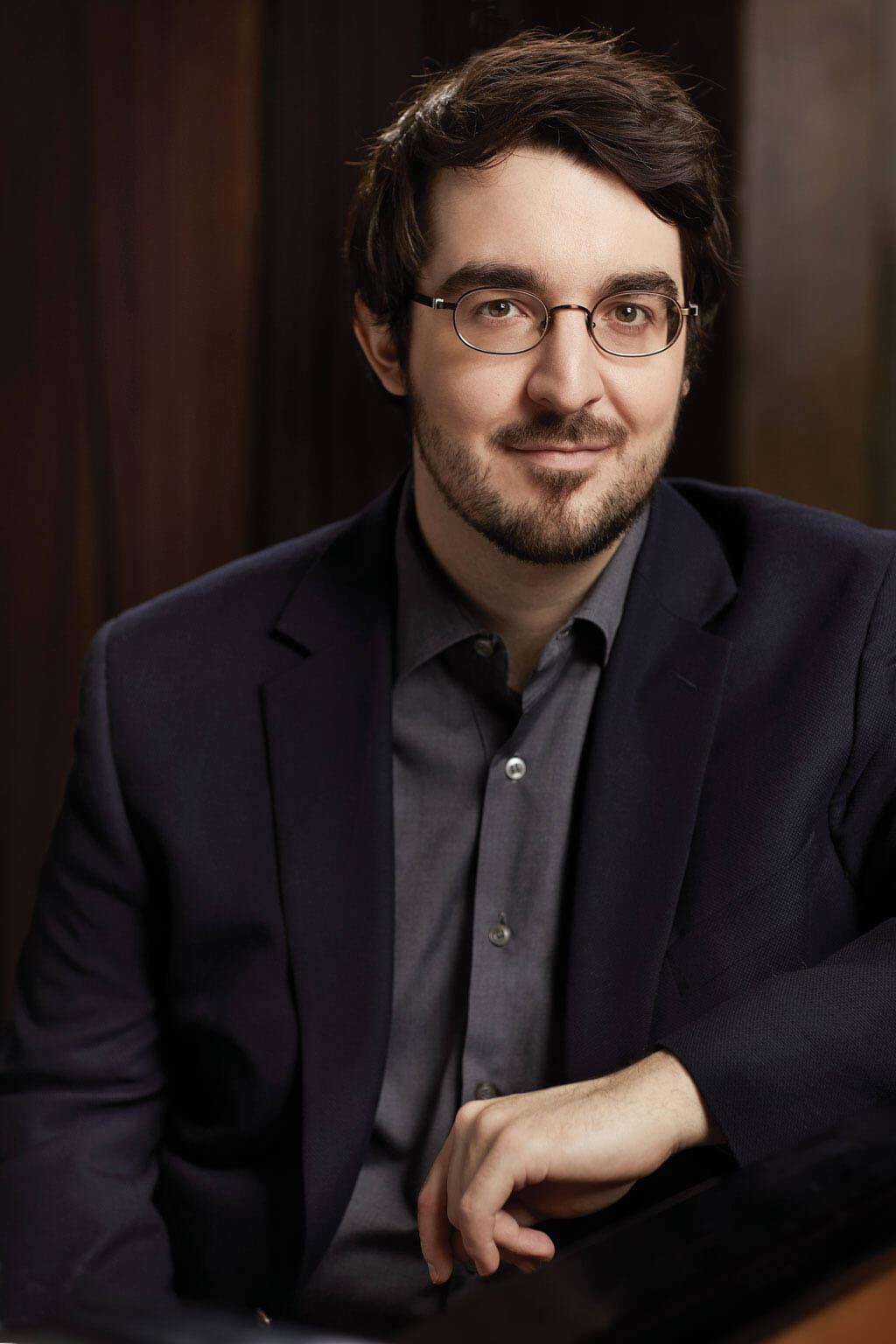 Charles Richard-Hamelin, notre Artiste de la semaine, est l'invité de l'Orchestre symphonique de Montréal pour trois concerts sous la direction de Kent Nagano. (Photo: Elizabeth Delage).