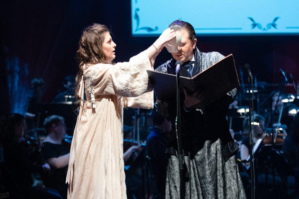 Anne-Marine Suire et Hugo Laporte dans le Fantôme de l'opéra au Monument-National. (Crédit: Inès Jussaume)