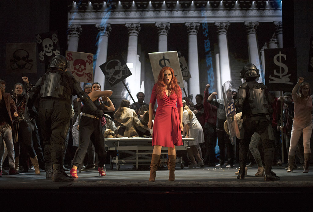 Caroline Bleau dans Another Brick in the Wall à Cincinnnati. (Photo: Cincinnati Opera)