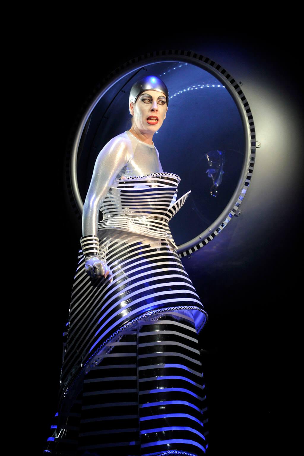 Audrey Luna en Reine de la nuit dans La Flûte enchantée, mise en scène de Robert Lepage. (Crédit: Louise Leblanc)