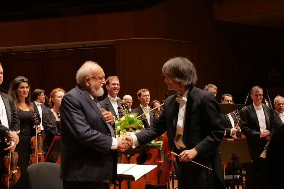 Penderecki and Kent Nagano, shaking hands after the concert in Krakow, on July 18th. (Photo: page Facebook de l'OSM)
