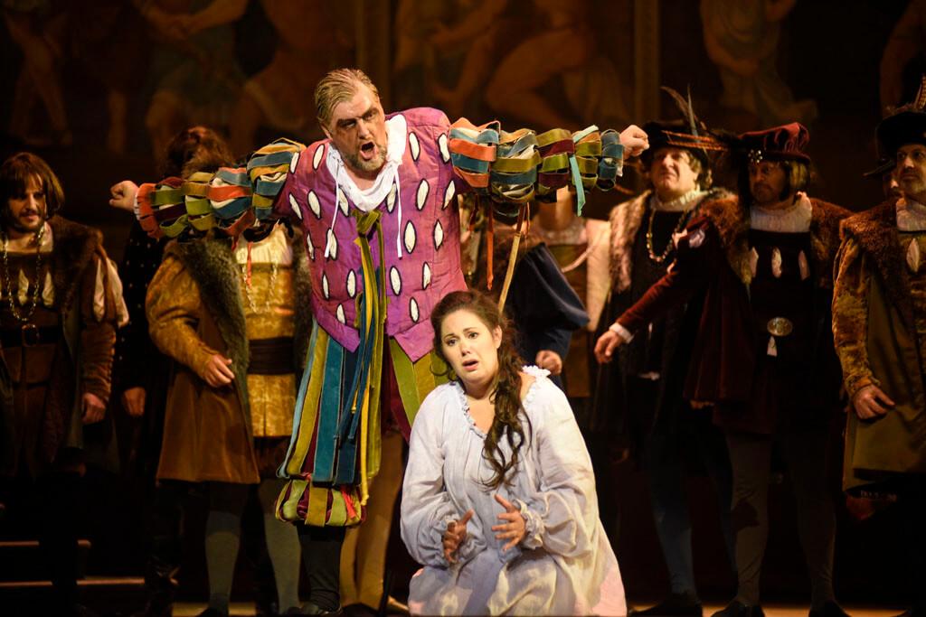 James Westman et Myriam Leblanc dans Rigoletto à l'Opéra de Montréal, septembre 2018. (Crédit: Yves Renaud)