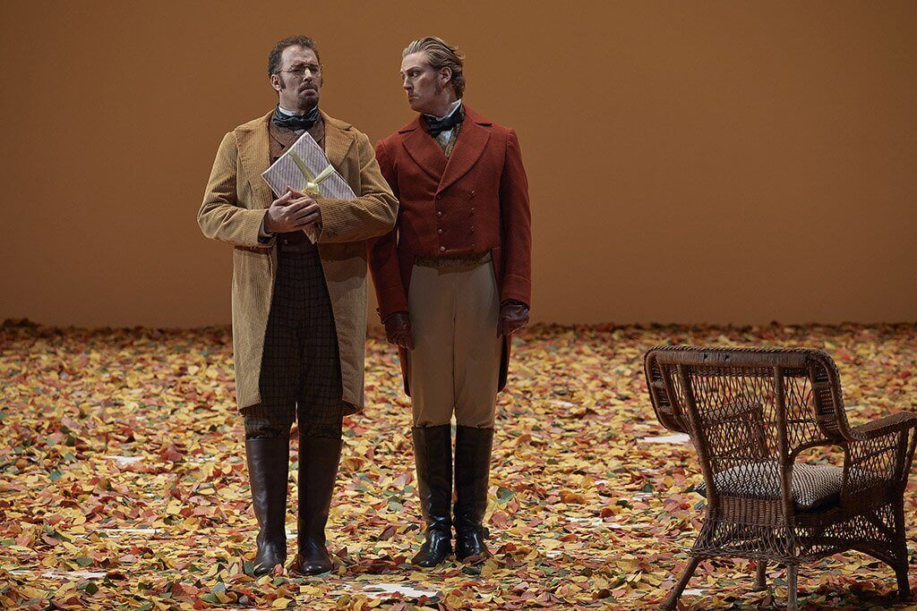 Joseph Kaiser et Gordon Bintner dans les rôles de Lensky et Onéguine à la Canadian Opera Company. (Photo: Michael Cooper)