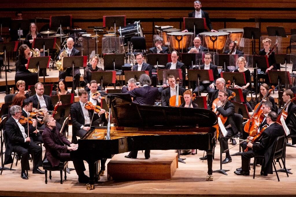 Ce test ultime avant le grand départ avait de quoi impressionner, avec 105 musiciens, un Kent Nagano dans une forme splendide et un soliste, Jean-Yves Thibaudet, en pleine possession de ses moyens