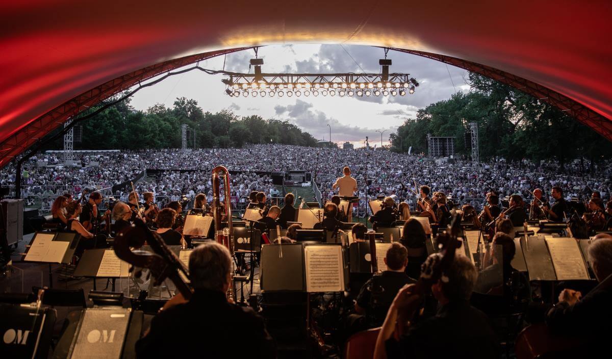 L'Orchestre Métropolitain a attiré 35 000 personnes au pied du mont Royal, le 25 juillet 2019. (Photo: Marc-André Donato)