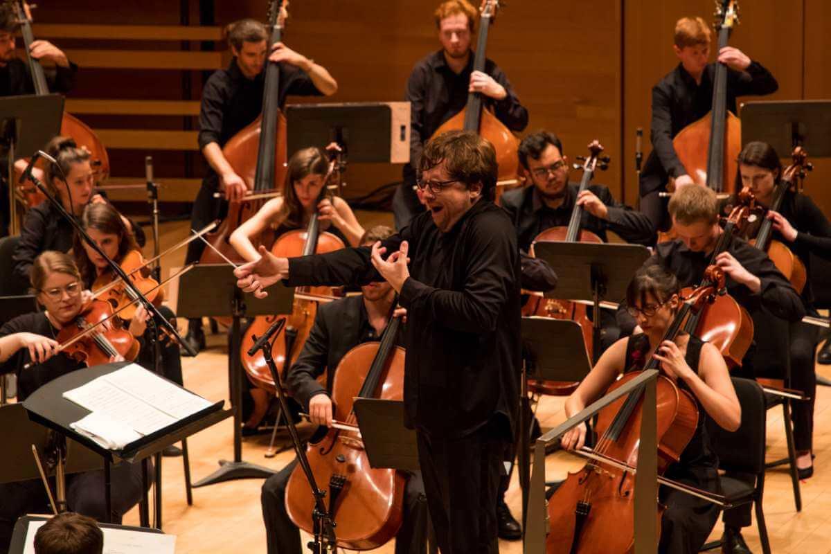 Jean-Philippe Tremblay dirigeait l'Orchestre de la Francophonie à la Maison symphonique, le 14 août 2019. (Photo: Cassandra Beck