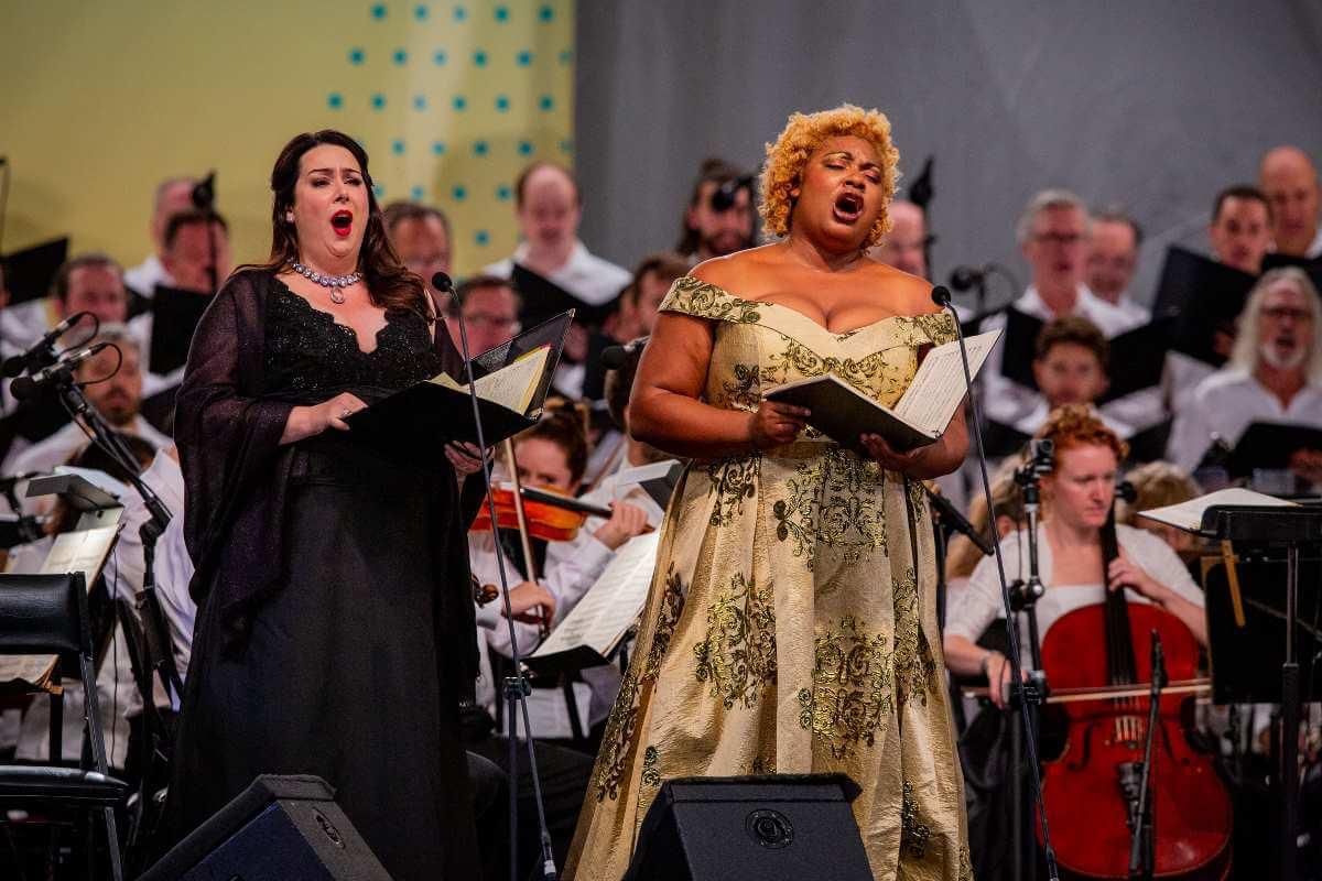 Leslie Ann Bradley, soprano, et Raehann Bryce-David, mezzo-soprano. (Photo: Antoine Saito)