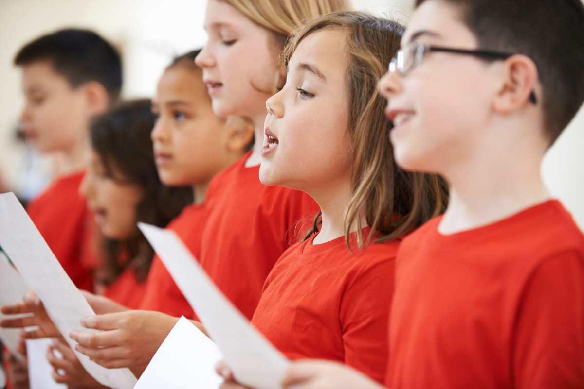 Les bienfaits du chant choral sont nombreux, tant pour les enfants que pour les adultes. (Photo: banque d'images)