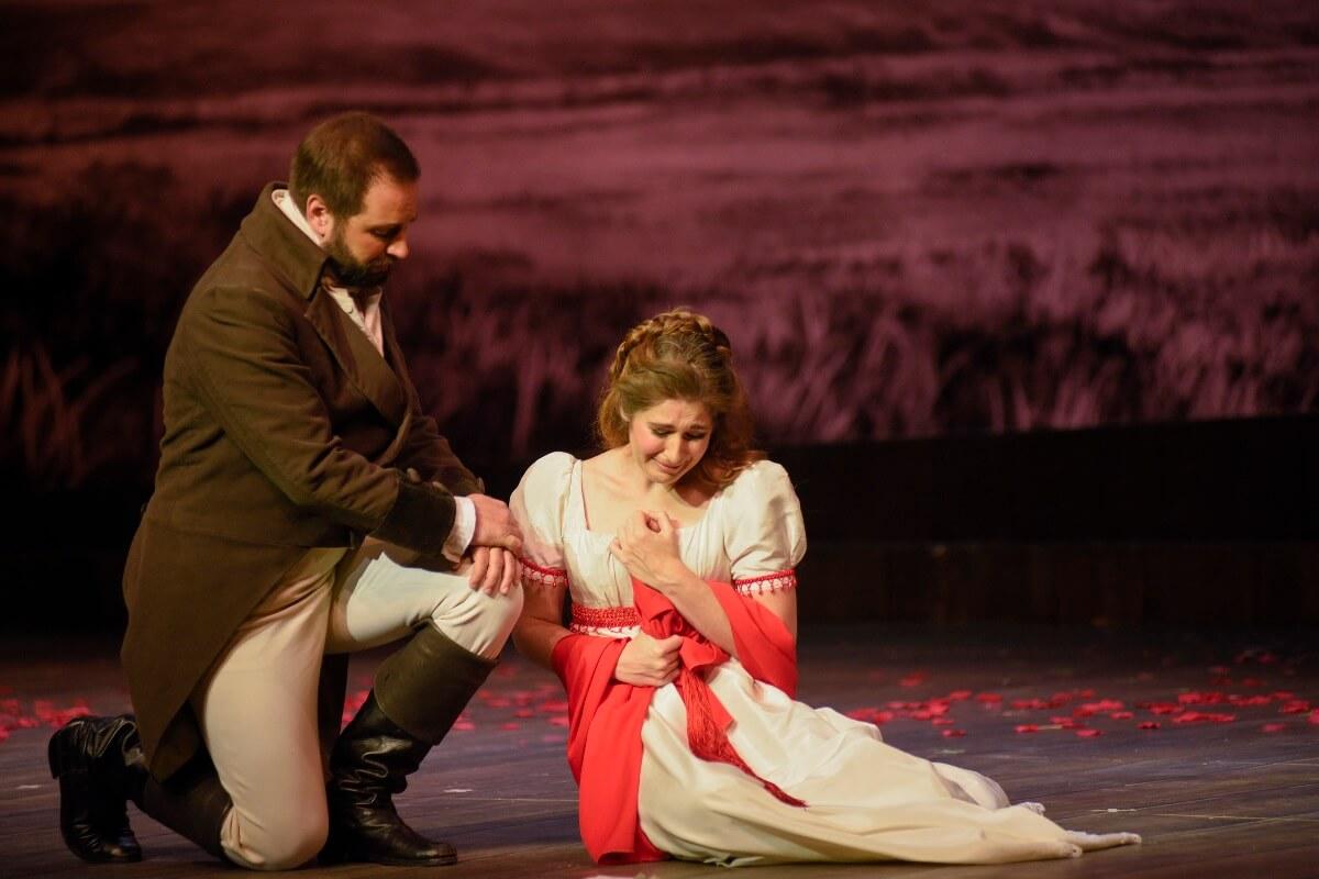 Étienne Dupuis et Nicole Car dans Eugène Onéguine, Opéra de Montréal, septembre 2019. (Photo: Yves Renaud)