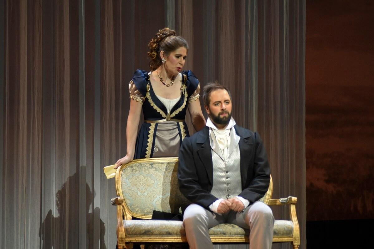 Nicole Car et Étienne Dupuis dans Eugene Onéguine, Opéra de Montréal, 2019. (Photo: Yves Renaud)