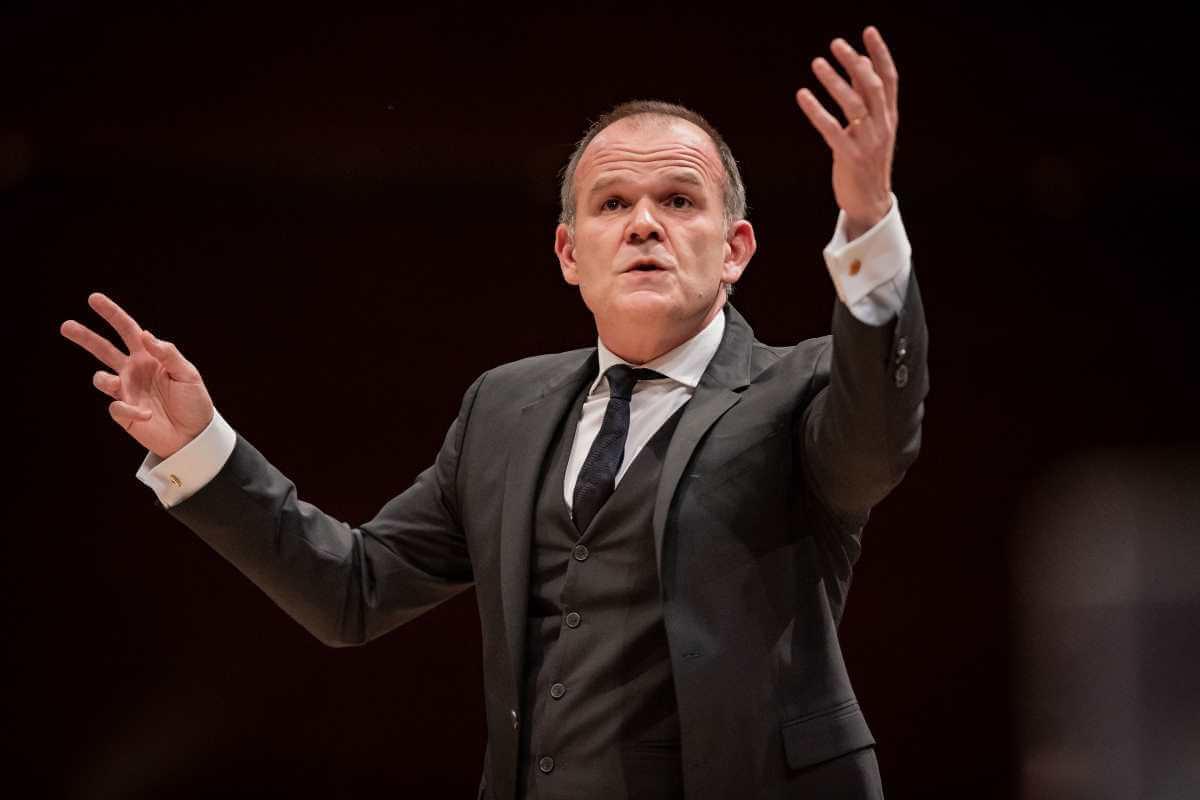 """François-Xavier Roth dirigeait l'OSM pour le concert """"Une vie de héros"""", 30 octobre 2019. (Photo: Antoine Saito)"""