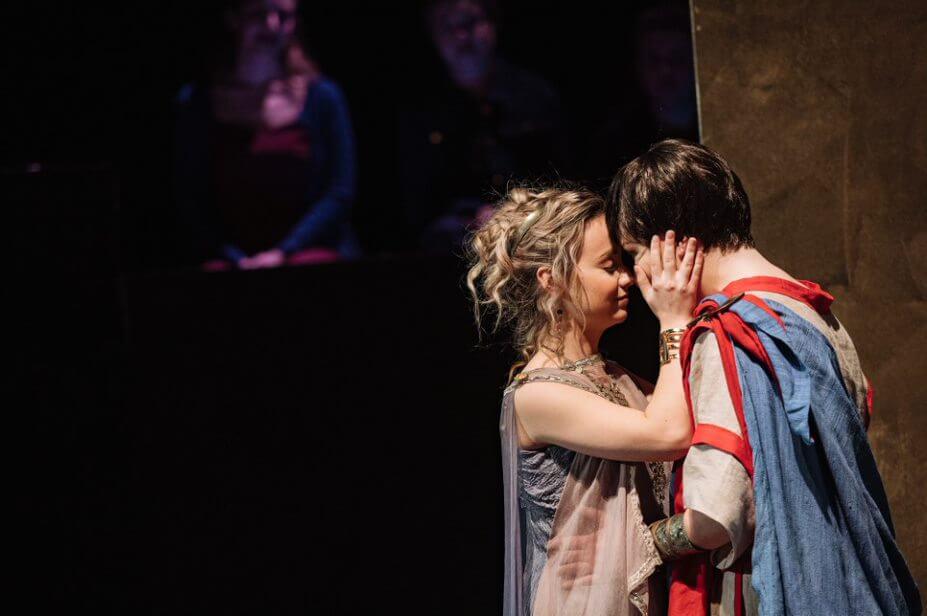 Olivier Gagnon incarne Tito dans La clemenza di Tito, une production d'Opéra McGill. (Photo: Tam Lan Truong)
