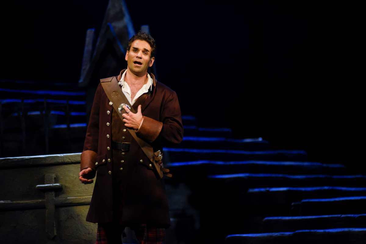 Frédéric Antoun, dans le rôle d'Edgardo, Lucia di Lammermoor, Opéra de Montréal, novembre 2019. (Photo: Yves Renaud)